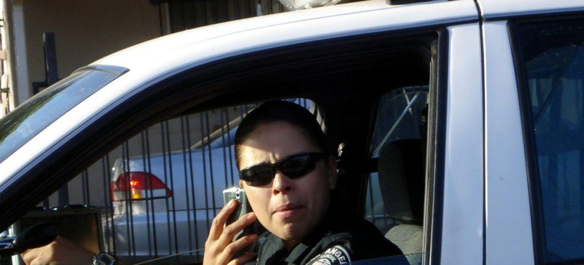 Англичане знают, что разговаривать по телефону за рулем плохо