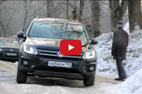 Тест тормозов Volkswagen Tiguan на скользкой дороге