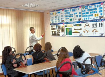 Будущих водителей научат протокольному поведению