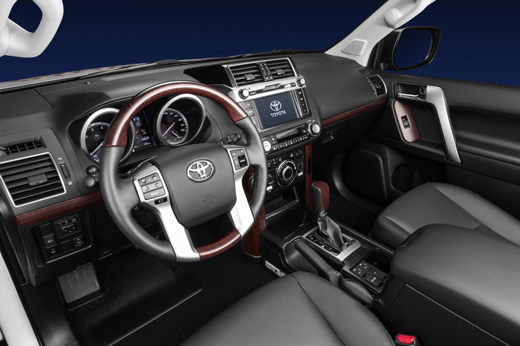 Чиновница не смогла отчитаться на какие средства купила Toyota Land Cruiser Prado.