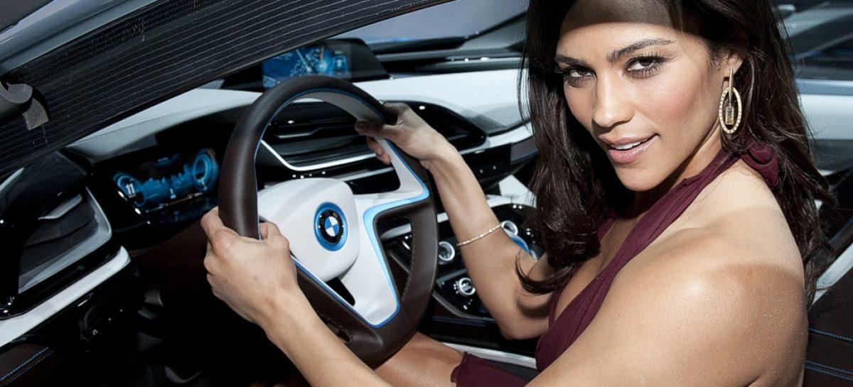 Барышня! Какую машину вы хотели бы получить в подарок?
