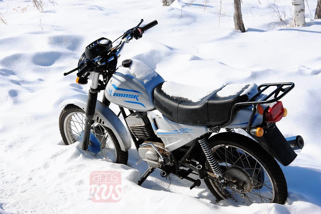 Мотицикл Минск под якутским снегом