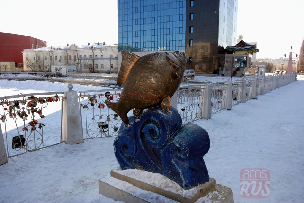 Памятник Карасю Якутск