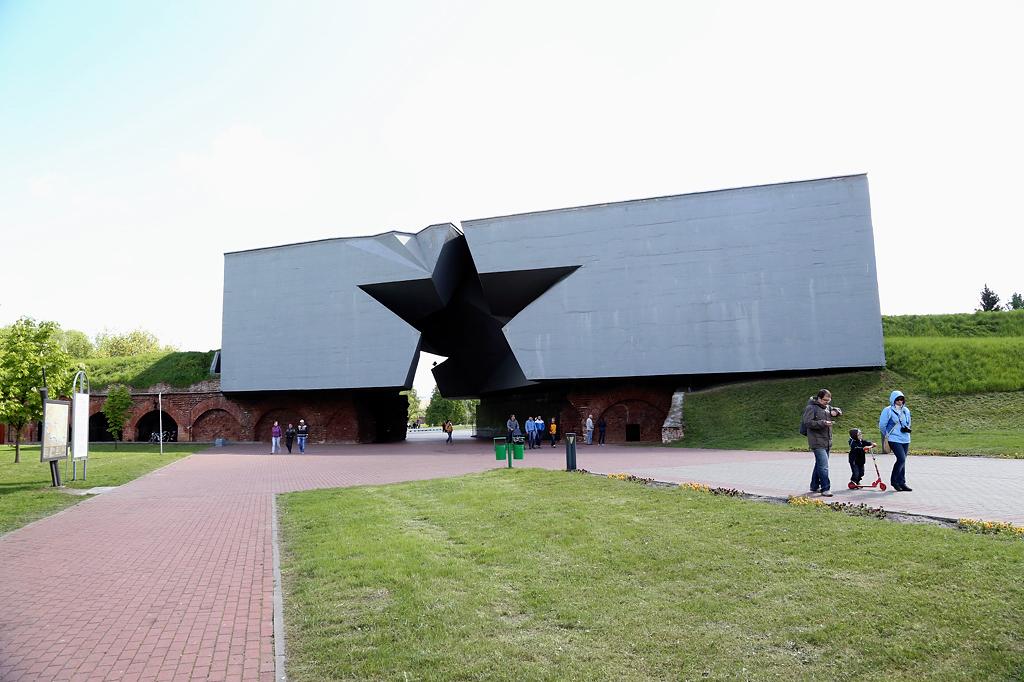 Главный вход в мемориал