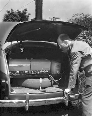 Первый автомобильный телефон