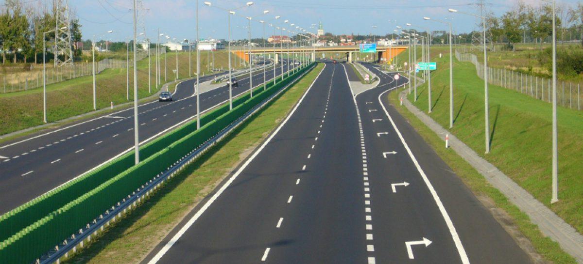 Скоро достроят главный участок трассы на Петербург и деньги пойдут рекой