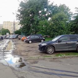 Дикая парковка на Щербаковской улице