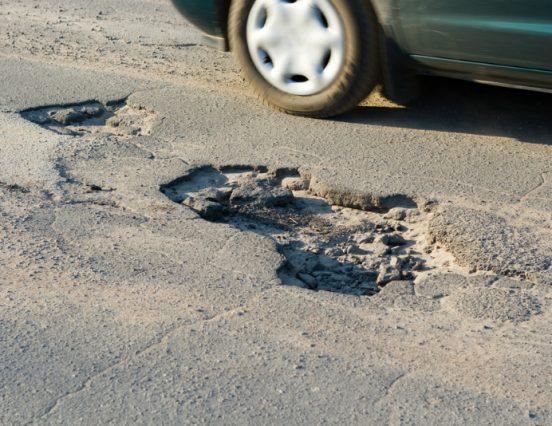 Водитель отсудил деньги на ремонт машины у администрации города