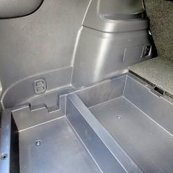 Тест-драйв Mitsubishi Outlander. Багажник делится на пять объемов. Три отсека можно прикрыть шторкой