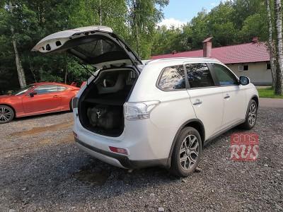 Тест-драйв Mitsubishi Outlander. Багажник открывается с помощью электропривода.