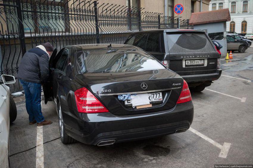 Власти Москвы начнут борьбу с закрытыми номерами автомобилей