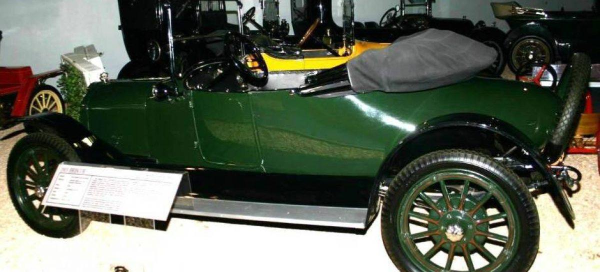 Первый автомобиль со стоп-сигналами — 1915 год