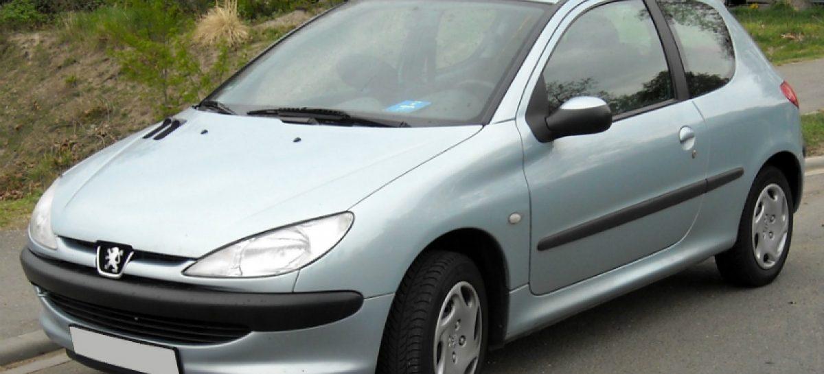 Прекрасный уход за двумя француженками из Peugeot и Citroen