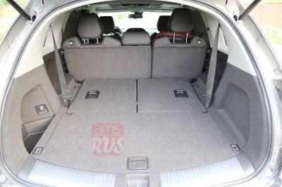 Просторная задняя часть автомобиля Acura MDX