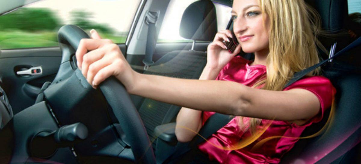 А вы еще пользуетесь мобильным за рулем?
