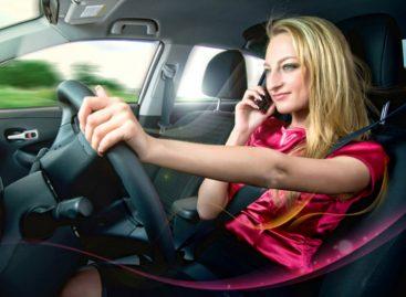 Англичан будут лишать прав за разговоры по телефону за рулем