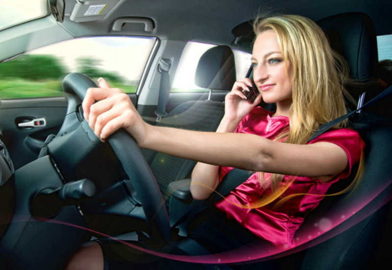 Во Франции за разговоры по мобильному за рулём будут лишать прав