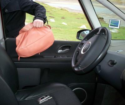 Ценные вещи в автомобиле