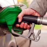 В российских регионах начали падать цены на бензин