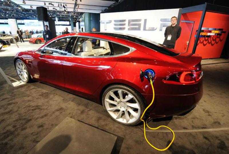 Зарядка электромобиля Tesla Model S