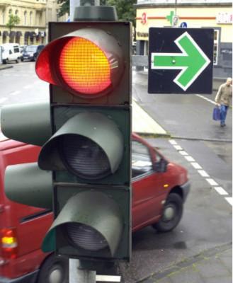 Зеленая стрелка на светофоре