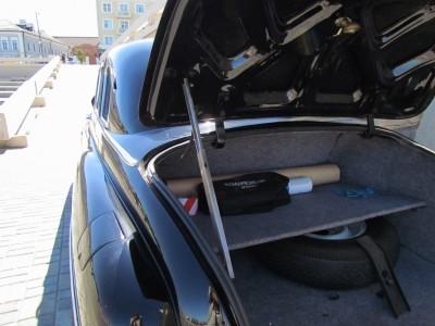 Крышку багажника нужно подпирать, как капот у современной машины ГАЗ-12 ЗИМ