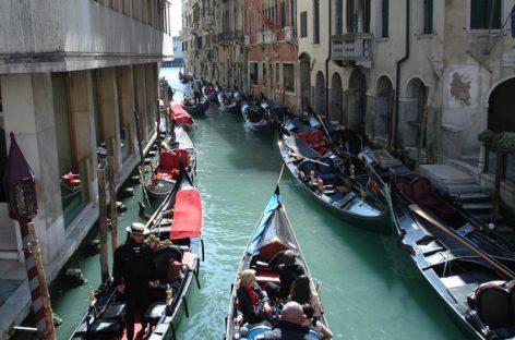 Полиция Венеции штрафует гондольеров
