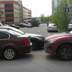 Парковка под запрещающим знаком
