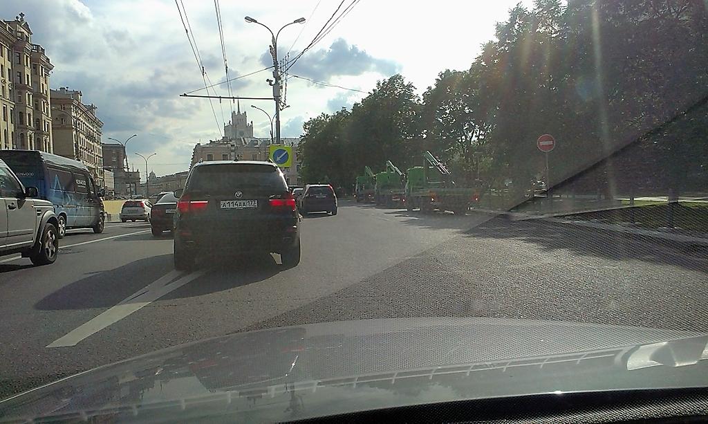 """Действие знака """"кирпич"""" не распространяется только на маршрутные транспортные средства, к которым эвакуаторы не относятся"""