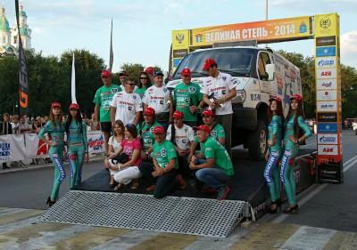 Команда ГАЗ - За рулем - Спорт на награждении после завершения ралли-рейда Великая степь