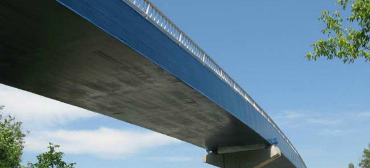 В Новосибирской области строят автомобильный мост из стеклопластика