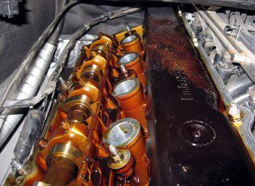 Как часто необходимо проводить замену масла в двигателе?
