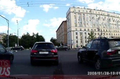 Первый на светофоре