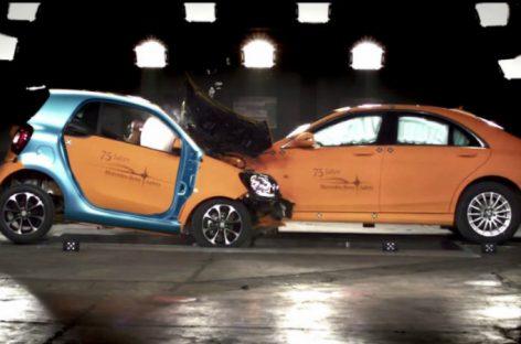 Нестандартный краш-тест: Smart ForTwo против Mercedes S-класса