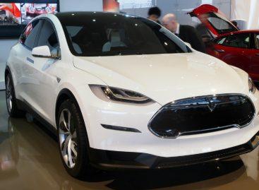 Готовится к выпуску первый электрический кроссовер — Tesla Model X