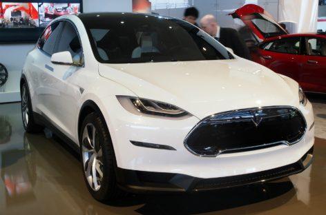 Готовится к выпуску первый электрический кроссовер – Tesla Model X