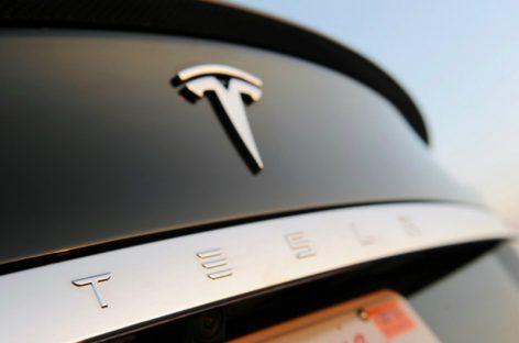 Китайским хакерам удалось взломать электрокар Tesla