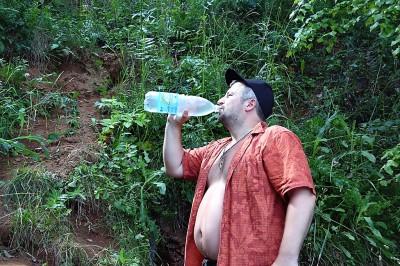 Пьем воду из родника