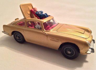 Aston-Martin DB5 — модель от Corgi Toys