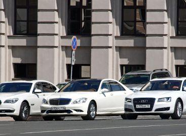 При выборе машины бизнес-класса Lexus надо отмести сразу