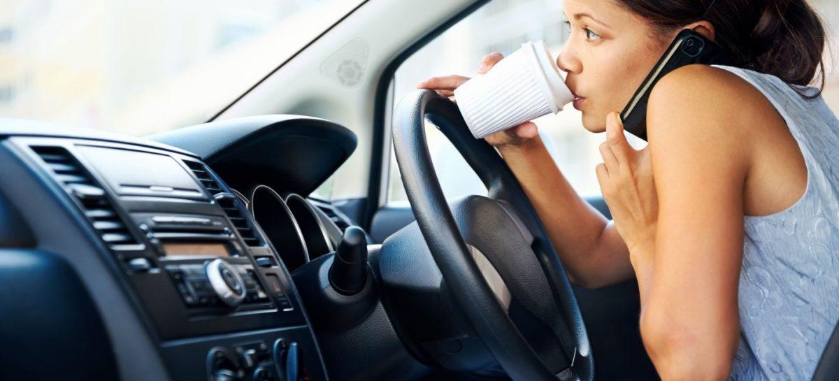 Америка: говорить ли по телефону за рулем?
