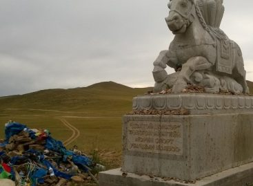 Памятник спортивному коню