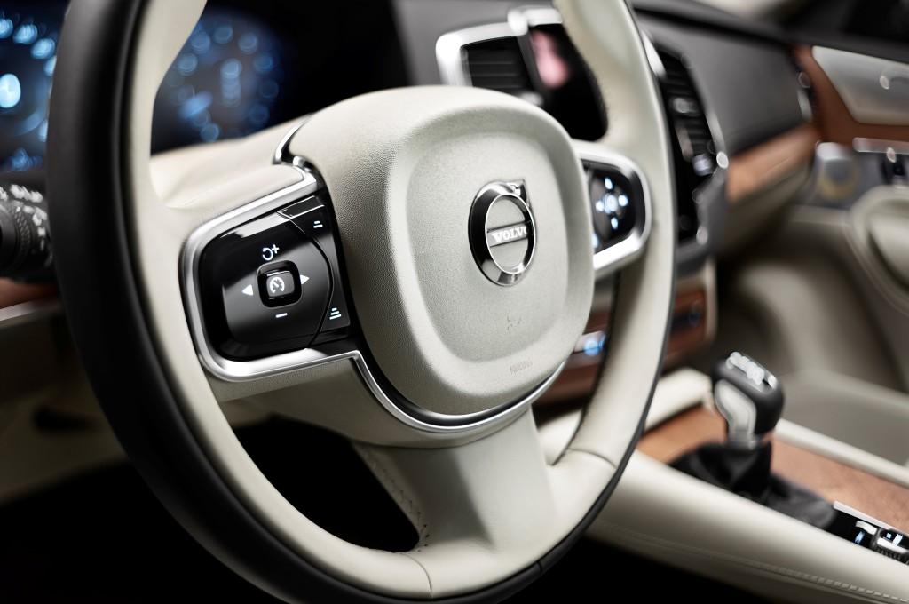 Volvo XC90 руль