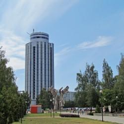 Долгострой – гостиница «Тюбетейка». Рядом парк современного искусства