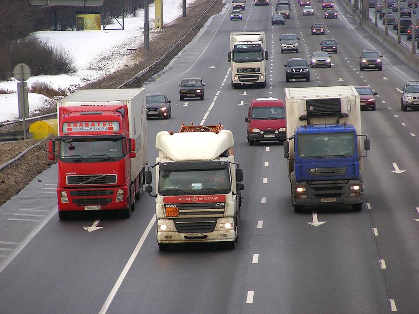 Новый тех.регламент разрешил автобусам и грузовикам ездить зимой на летней резине