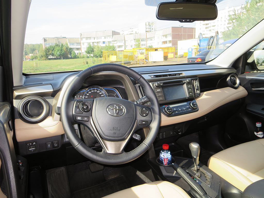 Центральная консоль Toyota RAV4