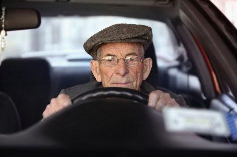 Американцы пенсионеров за рулем не боятся