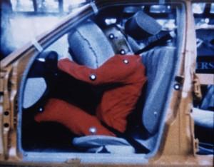 Первые подушки безопасности Mercedes-Benz