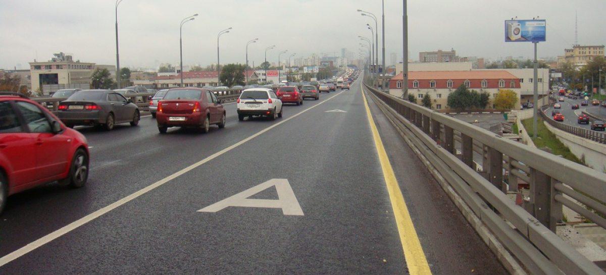 Автомобилям с несколькими пассажирами хотят разрешить ездить по выделенке