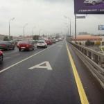 Владельцев электромобилей могут льготно пустить на выделенки и платные трассы